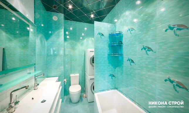 Бирюзовый потолок в ванной