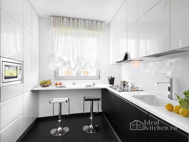 полупрозрачные шторы в черно-белом интерьере