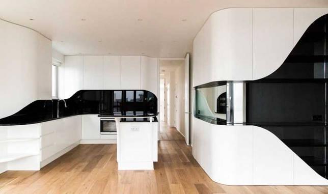 Черно-белые гарнитуры в интерьере кухни