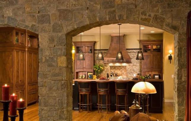 Отделка камнем кухонной арки