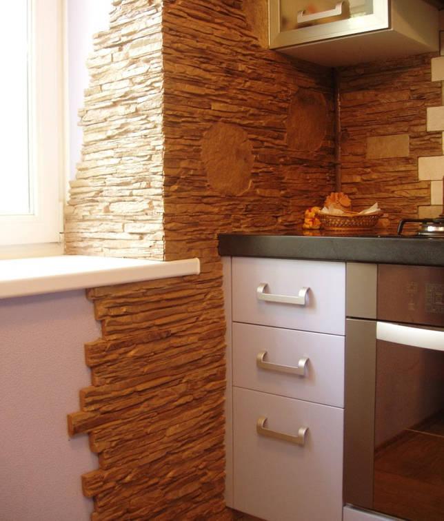 Откос кухонного окна с каменной облицовкой