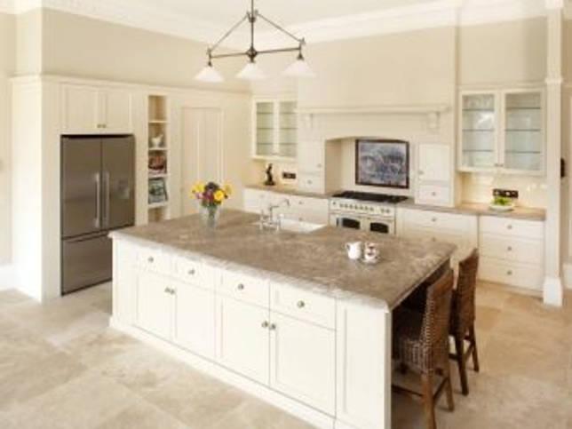 Декоративный камень в интерьере кухни