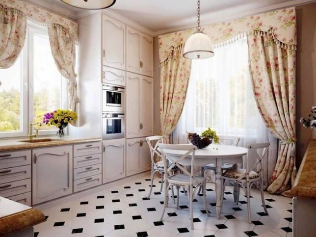 Дизайн интерьера кухни с двумя окнами