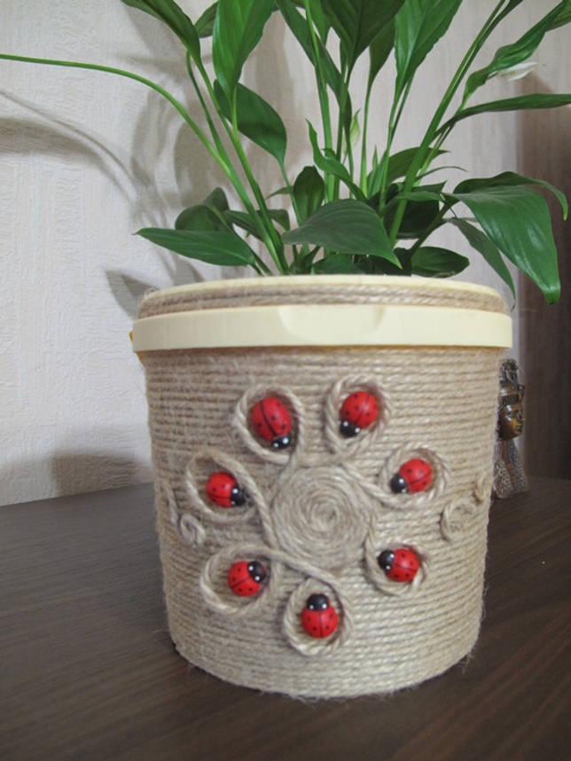 Как сделать цветочный горшок из майонезного ведра?