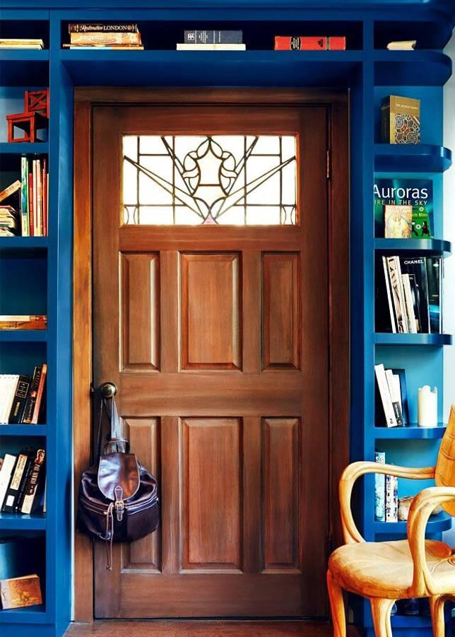 Шкафы вокруг дверного проема: идеи в интерьере