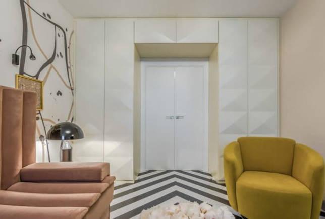 Шкафы глубиной более 600 мм гармонируют только с широкими или двустворчатыми дверями.